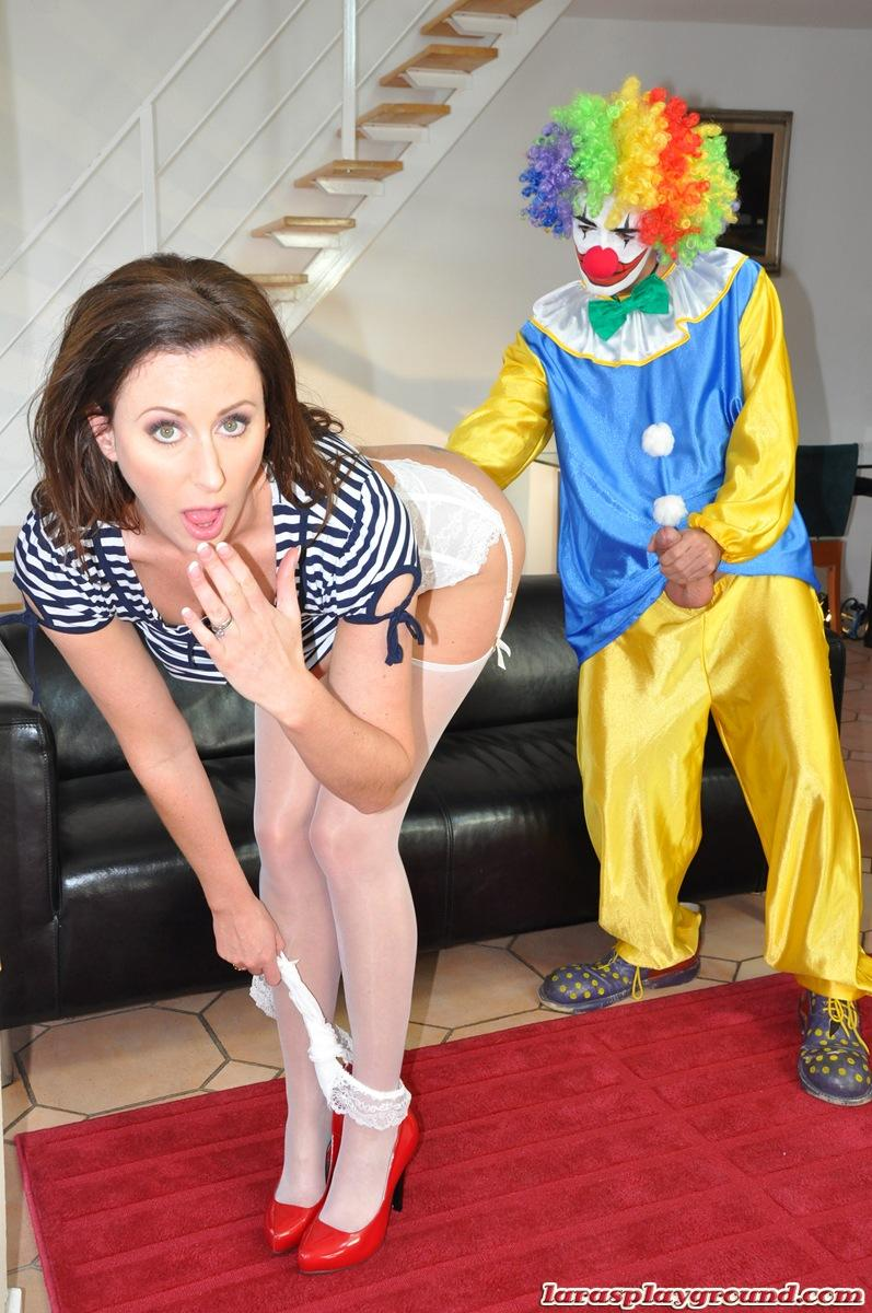 British milf lara latex dressing up in ff nylon stockings - 3 8
