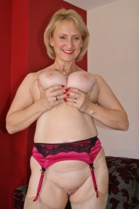 Busty mature wife gets her tits out & fucks herself